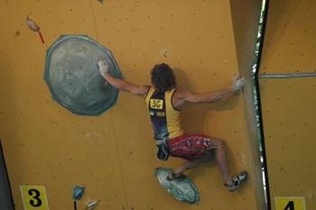 climbing-Myhailo-Shalagin-bouldering