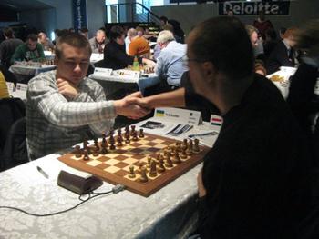chess-Yuriy-Kuzubov-Iceland-handshake