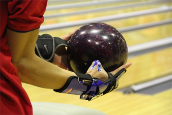 bowling-hand-with-ball
