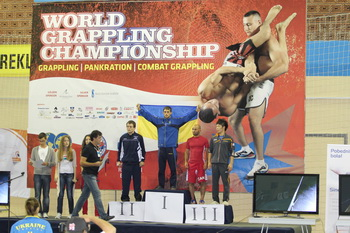 pankration-Dmytro-Baranov-podium-flag