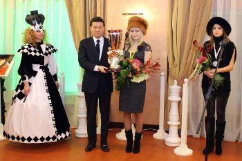 chess-Ganna-Ushenina-Kirsan-Ilyumzhynov