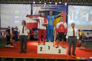 powerlifting-bench-press-Andriy-Andruschenko-podium