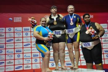 wcg-2013-sumo-Yaryomka-Berezovska-podium