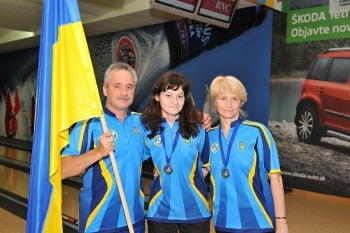 bowling-Daryna-Kovalyova-with-parents