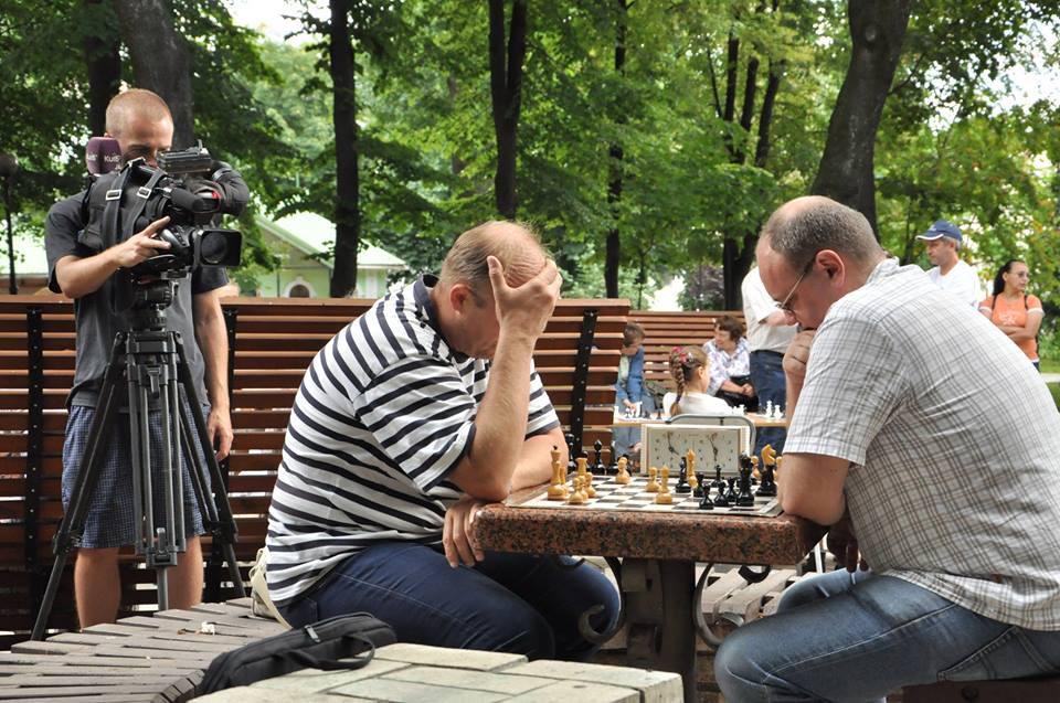 chess_20072016_fon_krik_frankov